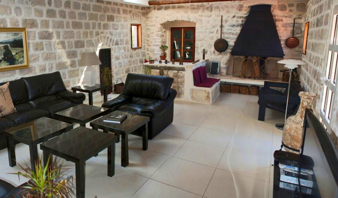 ljuta villa with berth