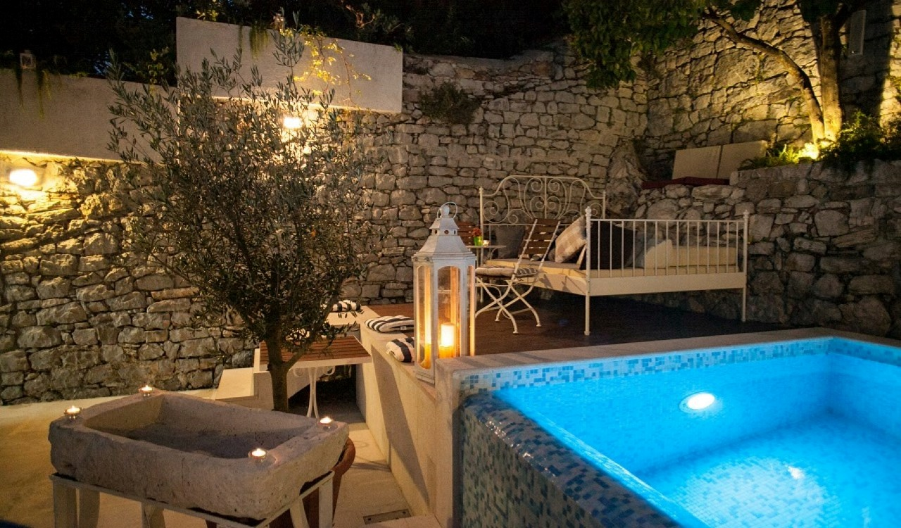 small hotel bay herceg novi