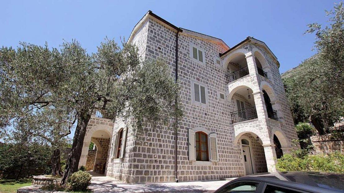 villa budva surroundings