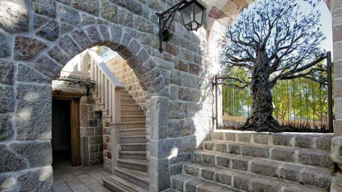 budva suburbs villa for sale